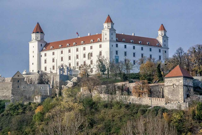 18 Bratislava Castle