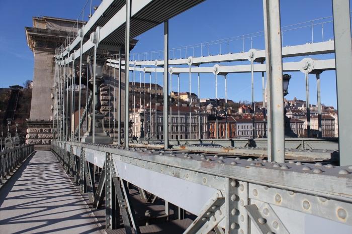 10 Chain Bridge