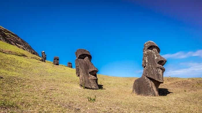1 Moai Statues