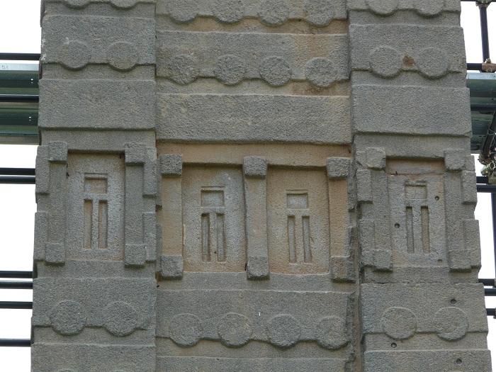 2 Axum Obelisk