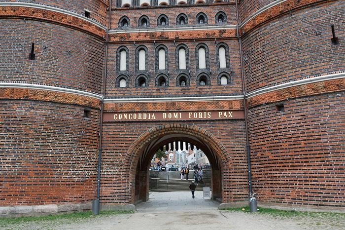 2 Holsten Gate
