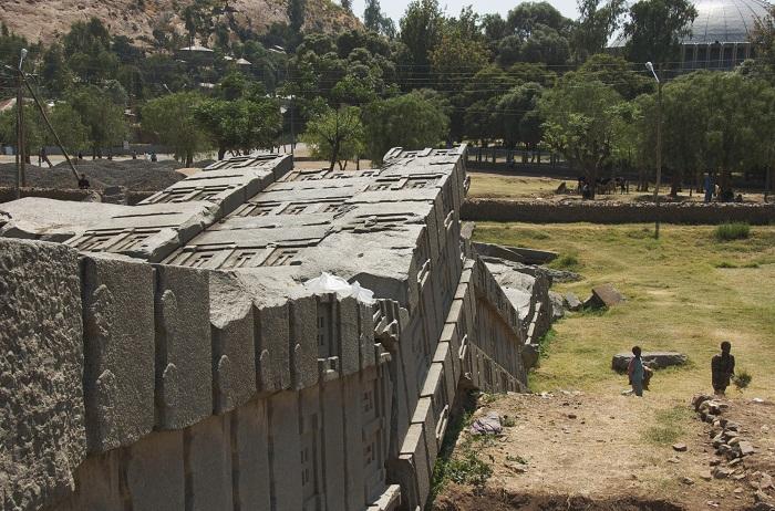 3 Axum Obelisk