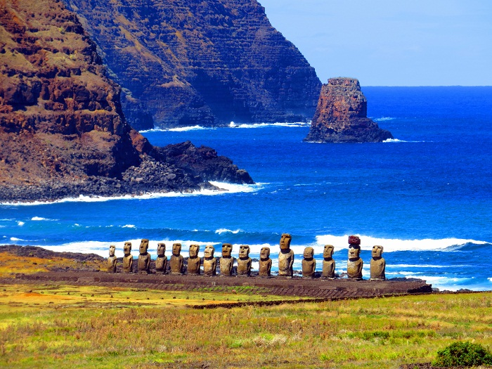 4 Moai Statues