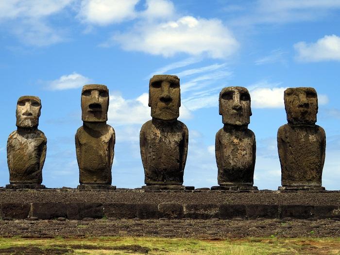 6 Moai Statues