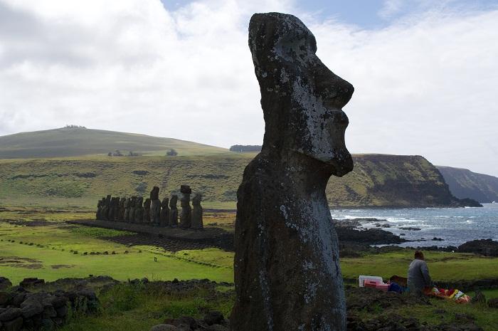 7 Moai Statues