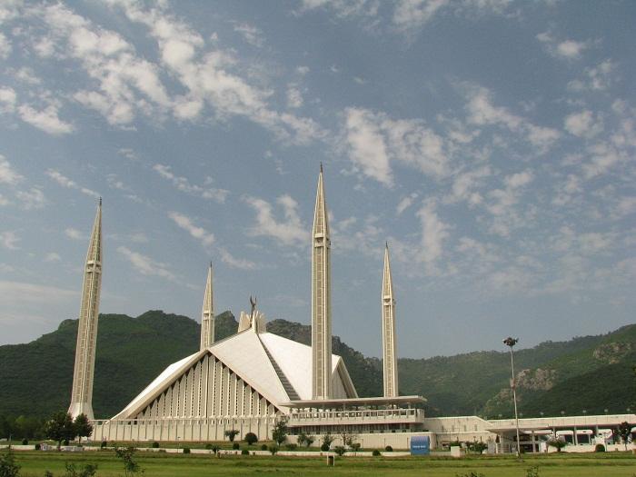 9 Faisal Mosque
