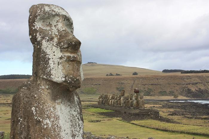 9 Moai Statues