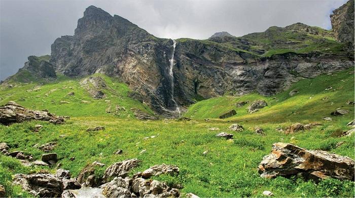 Korab Waterfall     Alluring World