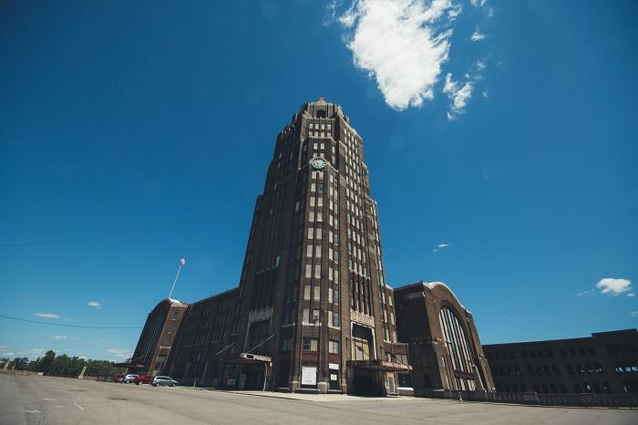 8 Buffalo Terminal