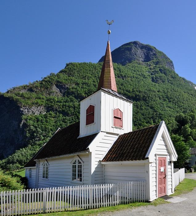 3 Undredal Church