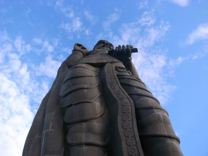 3 Thiruvalluvar