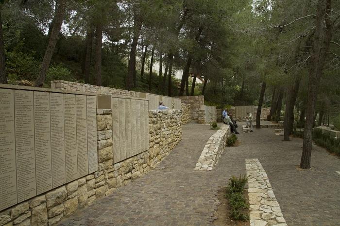 18 Yad Vashem