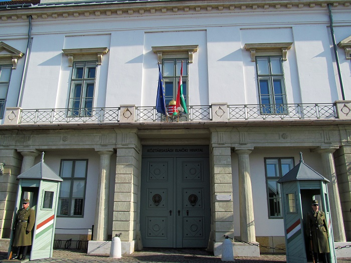 10 Sandor Palace
