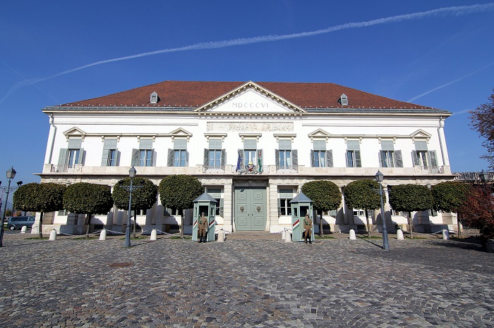 11 Sandor Palace