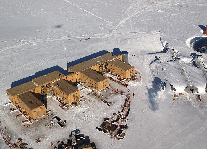 12 Amundsen Scott