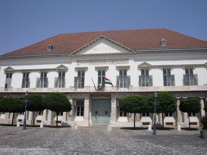 2 Sandor Palace