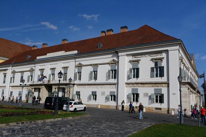 7 Sandor Palace