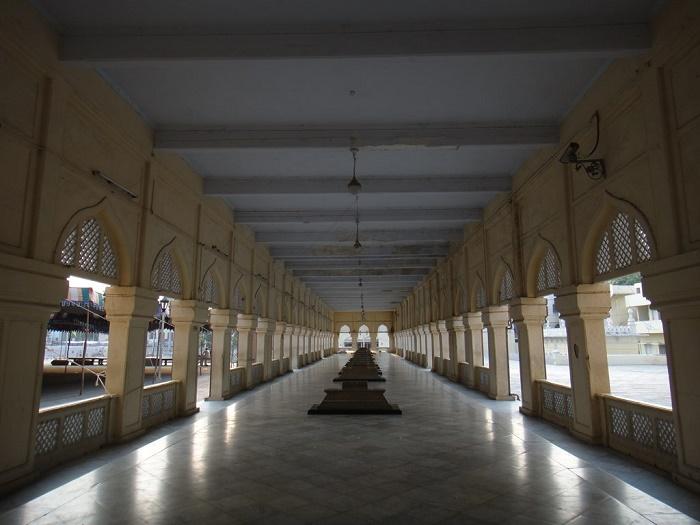 9 Makkah Masjid