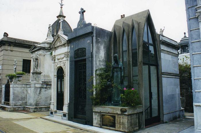 9 Recoleta Cemetery
