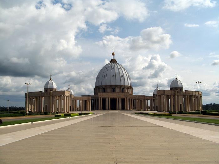 1 Yamoussoukro Basilica