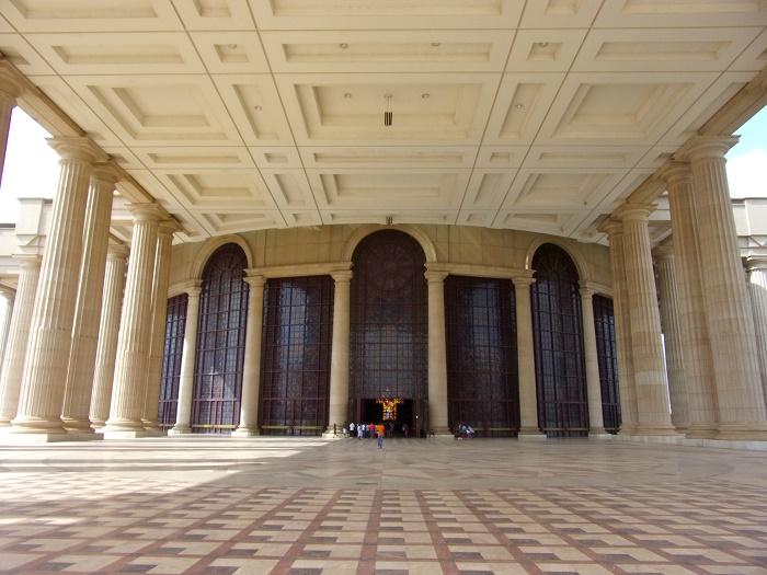 7 Yamoussoukro Basilica