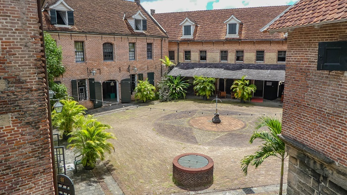 fort zeelandia december murders Fort zeelandia, also known as fort willoughby, is a historic pentagonal fortress that is located in the capital and also largest city of the republic of.
