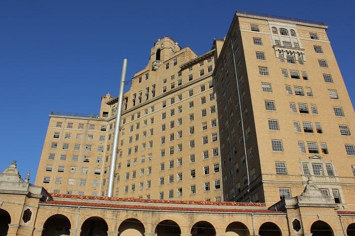 7 Baker Hotel