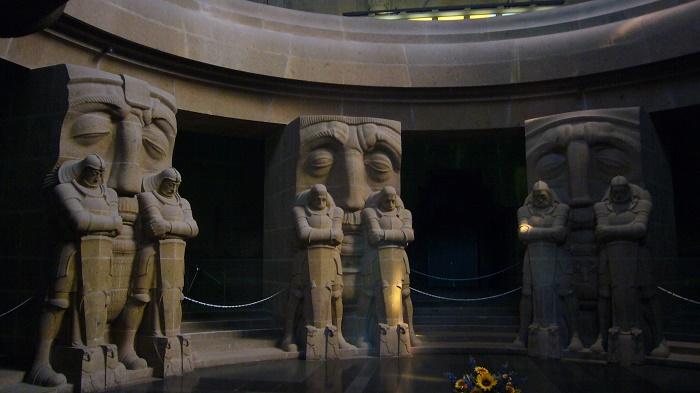 12 Leipzig Monument