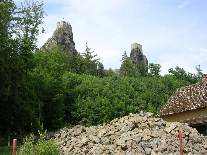 8 Trosky Castle