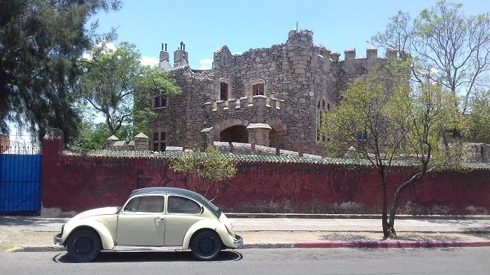 2 Castillo Douglas