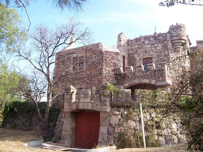 5 Castillo Douglas
