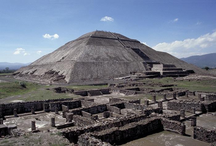 6 Pyramid Sun
