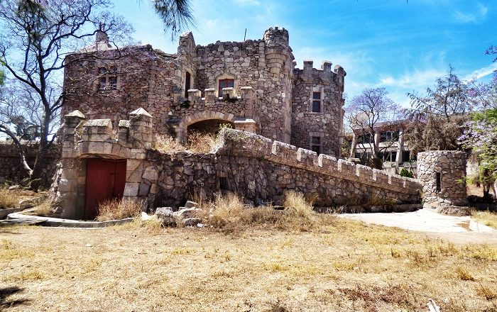 7 Castillo Douglas