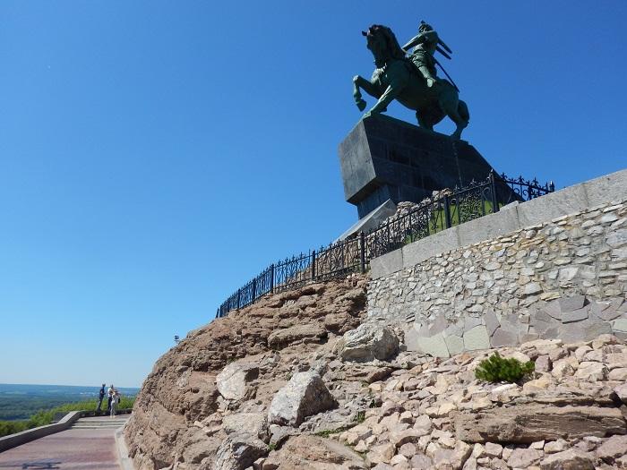 1 Salavat Statue