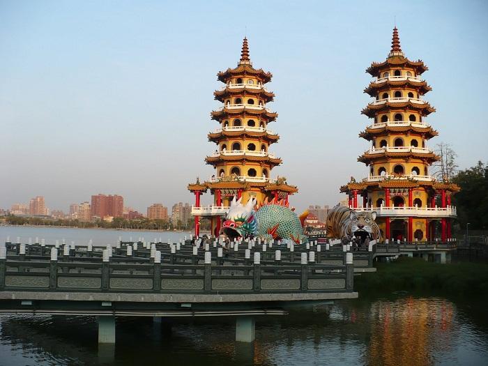 8 Taiwan Pagodas