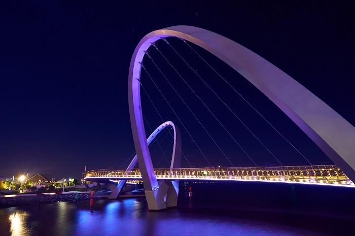 6 Elizabeth Quay Bridge