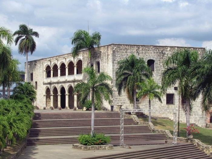 10 Colon Dominican