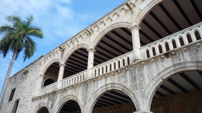 5 Colon Dominican