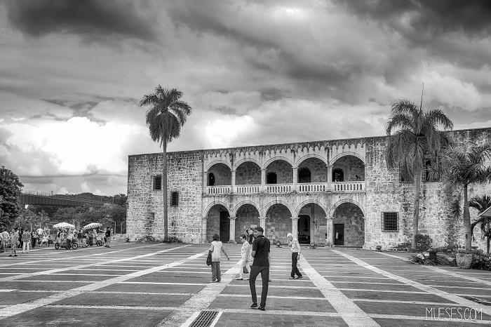 9 Colon Dominican