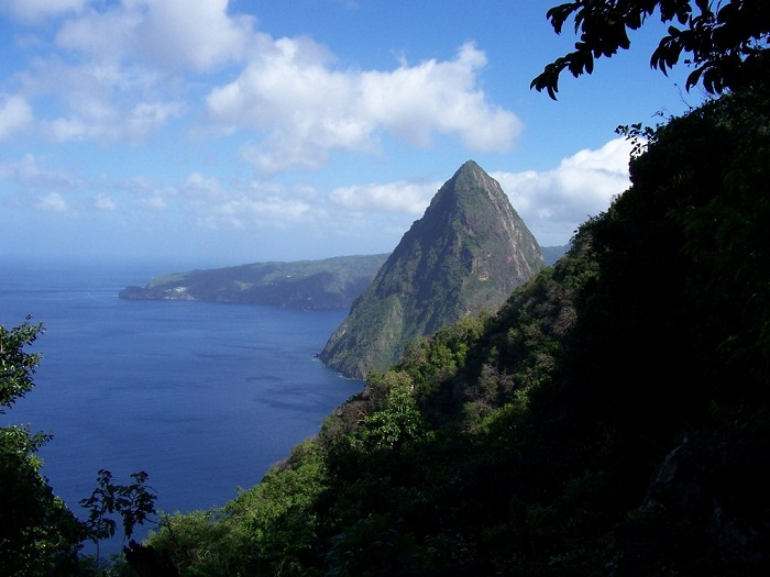 6 Pitons Lucia