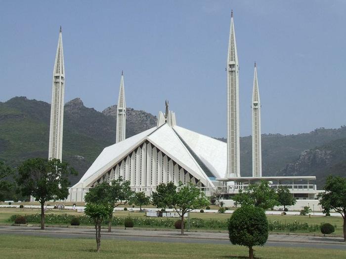 10 Faisal Mosque