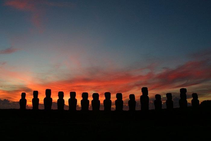 2 Moai Statues