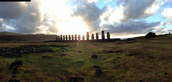 8 Moai Statues