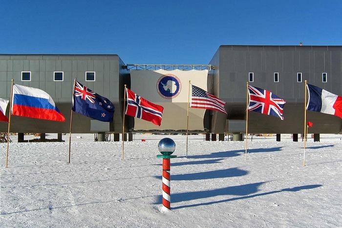 6 Amundsen Scott