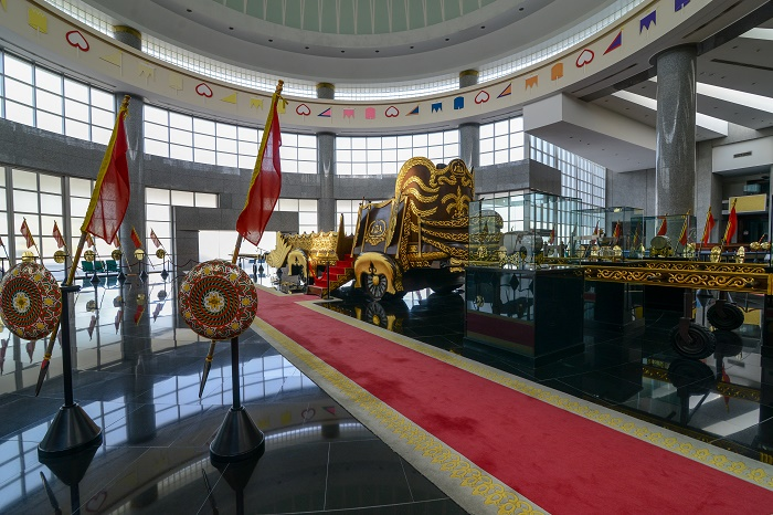 6 Royal Regalia Brunei