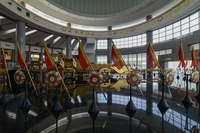 8 Royal Regalia Brunei