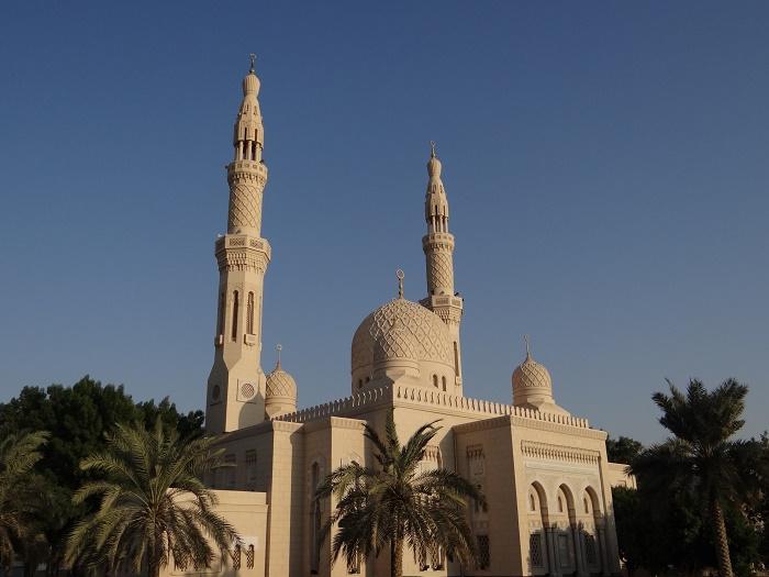 7 Jumeirah Mosque