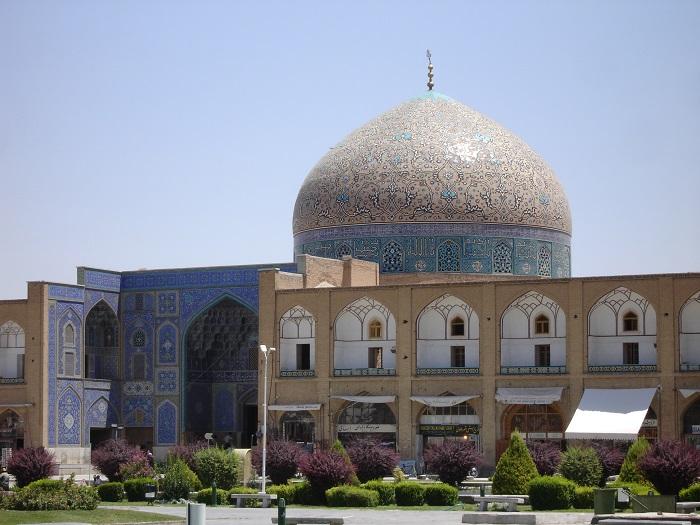 10 Lotfollah Mosque