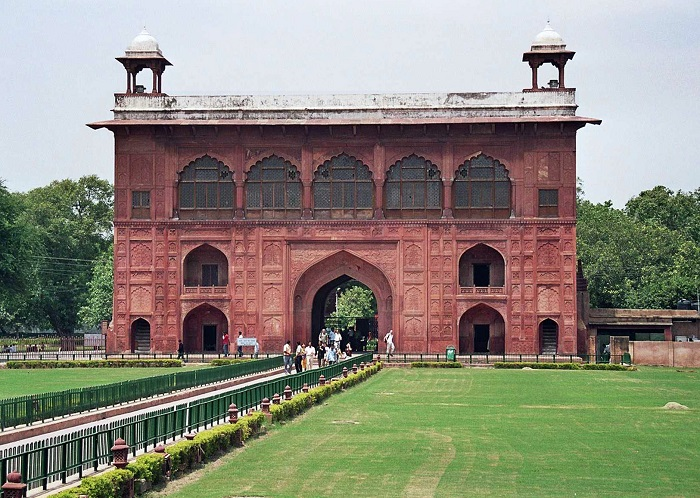11 Red Delhi