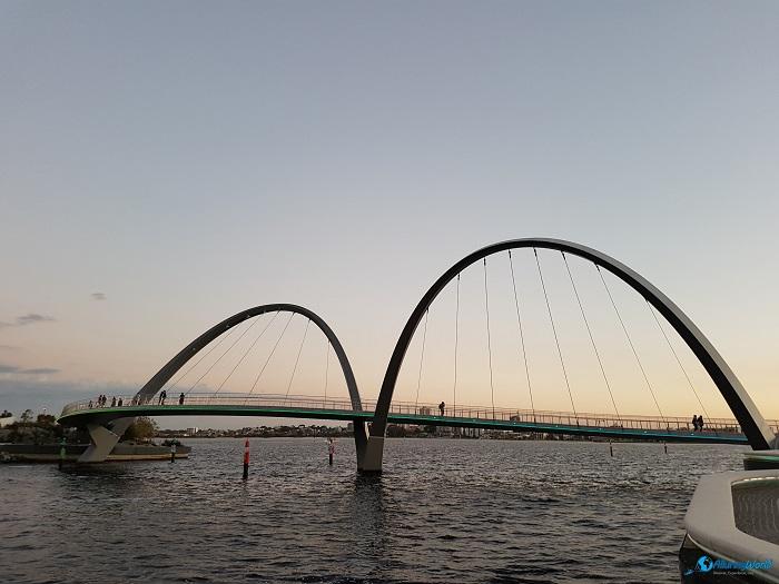 4 Elizabeth Quay Bridge